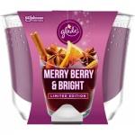 Glade Maxi Limited Edition Merry Berry & Bright vonná svíčka, 224 g